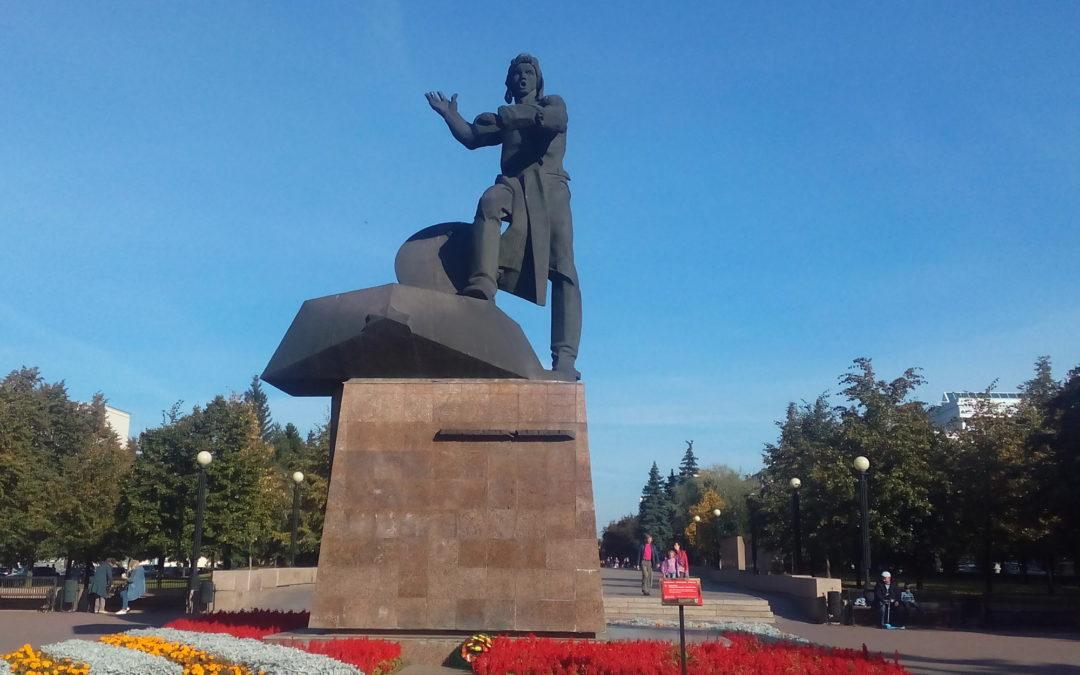 Памятник танкистам-добровольцам в Челябинске